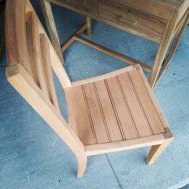 chaise à latte décapée