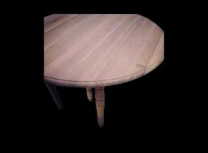 sablage d' une table en bois