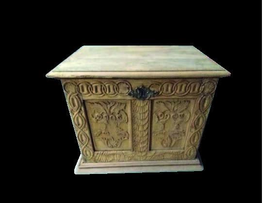 sablage d' un coffre en bois sculpté