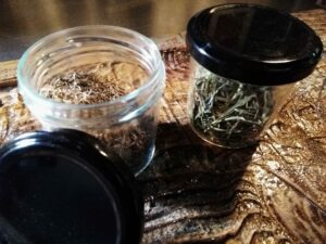 bocaux d' herbes aromatiques