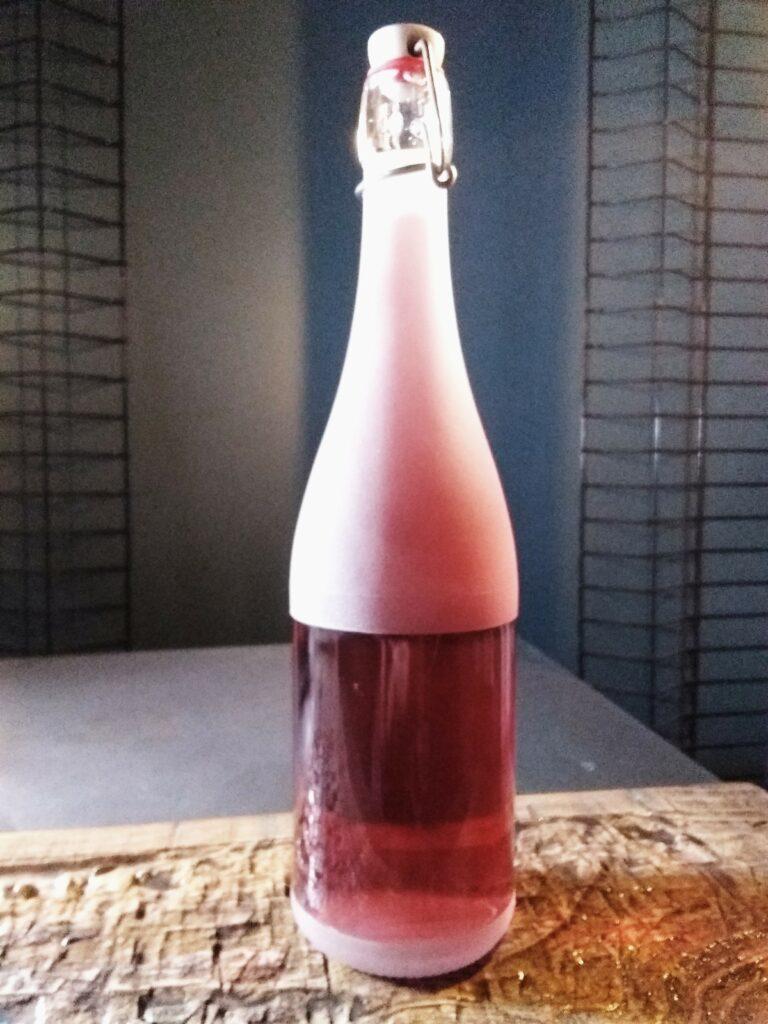 La bouteille limonade gravée 75 cl et son bouchon mécanique.