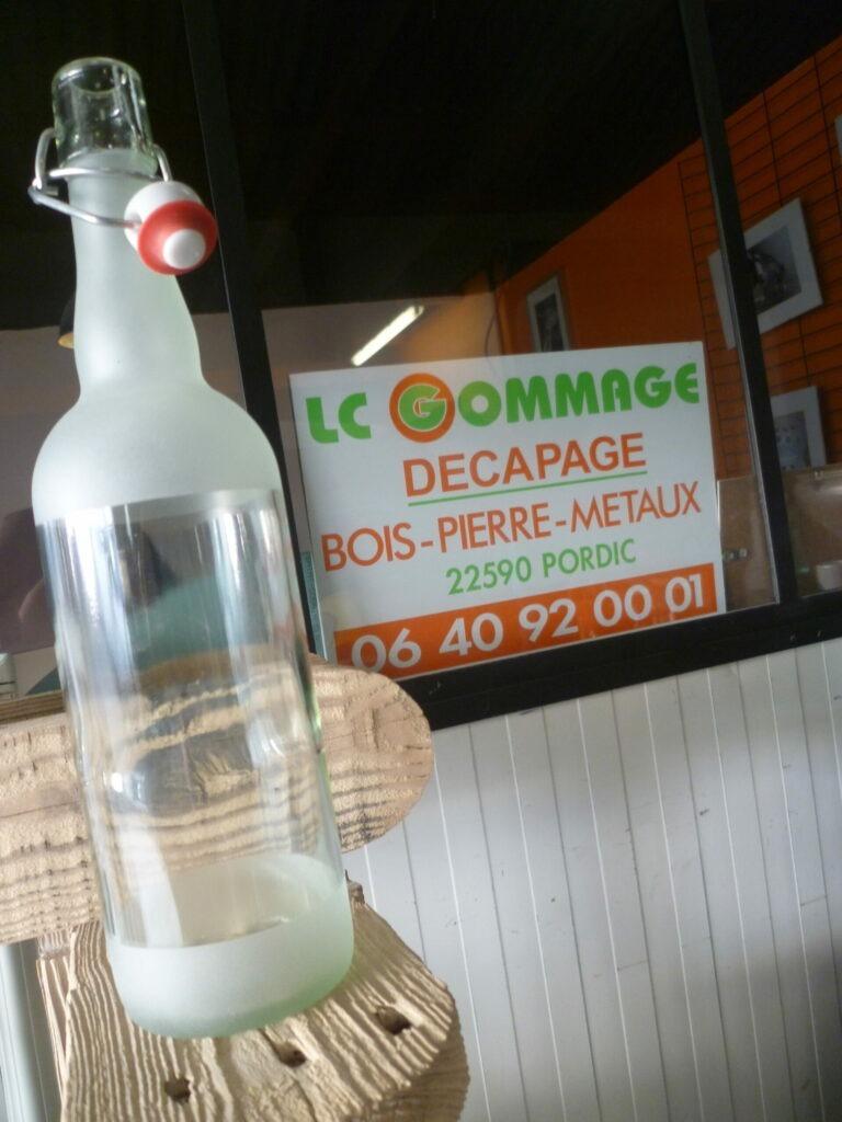 bouteilles limonade en verre gravé.