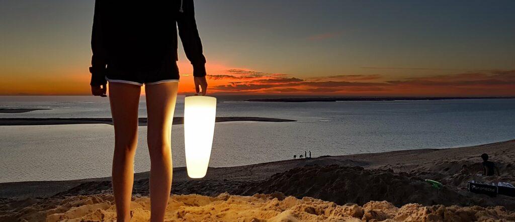 Lampe nomade Paranocta sur le bord de mer